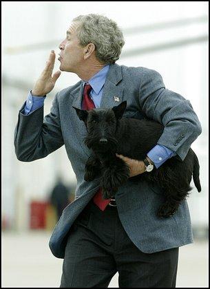 Bush blows kisses with Barney